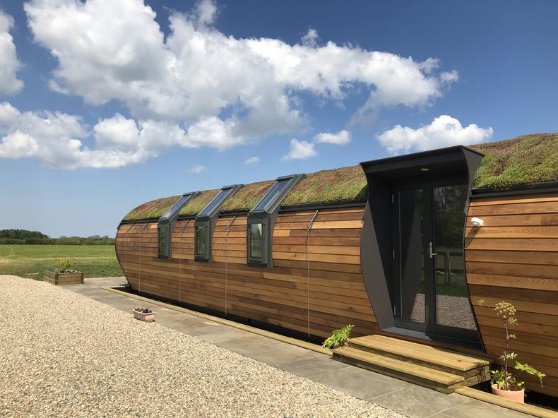L-Shape combination roof windows on green unit
