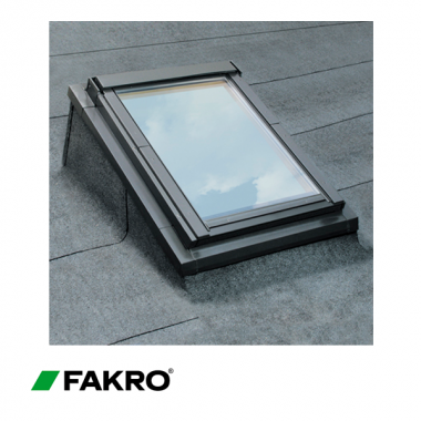 Flat roof upstand and flashing